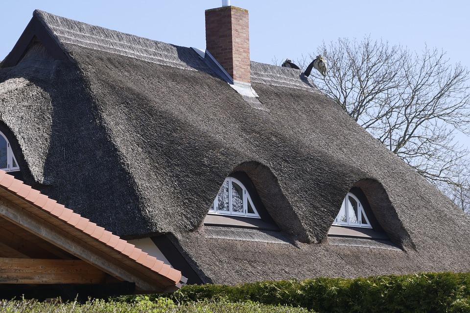 Comment faire un toit en chaume?